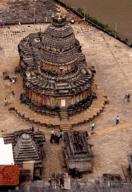 The Amazing Zodiacal Pillars (Rashi Stambhas) - Vidyashankara Temple